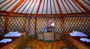 Wnętrze jurty hotelu